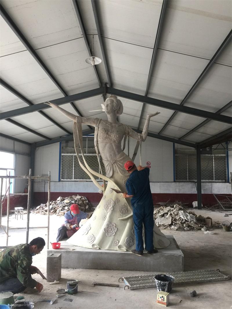 不锈钢雕塑有哪些特点与优点呢?