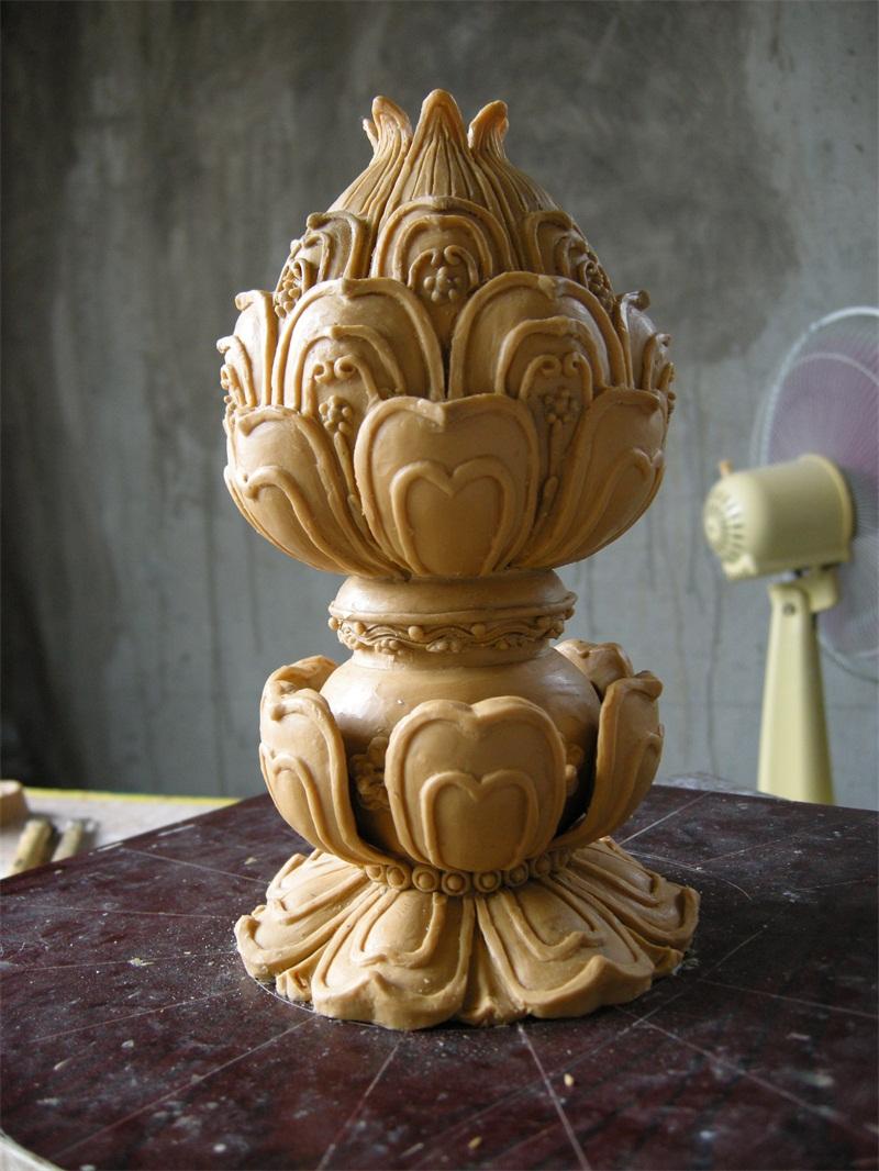 青铜香炉雕塑是传统的工艺品