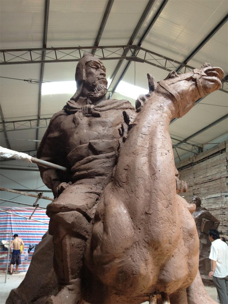 雕塑厂家制作雕塑用什么材料?